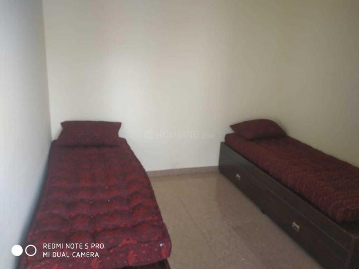 कुमारस्वामी लेआउट में अतिथि बॉइज़ पीजी में बेडरूम की तस्वीर