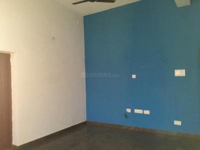 Gallery Cover Image of 522 Sq.ft 2 BHK Apartment for rent in Tirupatiyar Iyyapanthangal 4 Star Apartment, Iyyappanthangal for 7000