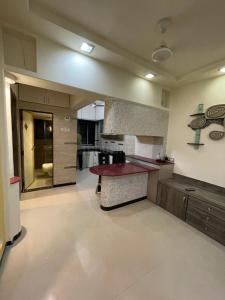 Gallery Cover Image of 600 Sq.ft 1 BHK Apartment for buy in Kandivali West for 10500000