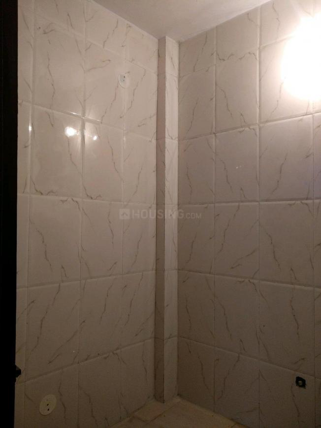 Common Bathroom Image of 850 Sq.ft 2 BHK Independent Floor for rent in Chhattarpur for 14000