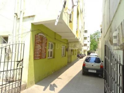 Gallery Cover Image of 1000 Sq.ft 3 BHK Apartment for rent in Nungambakkam for 21000