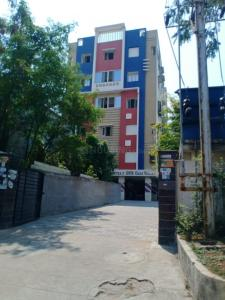 Gallery Cover Image of 900 Sq.ft 2 BHK Apartment for buy in Sai Samyuktha Builders GNR Oaks Valley, Malakpet for 4500000