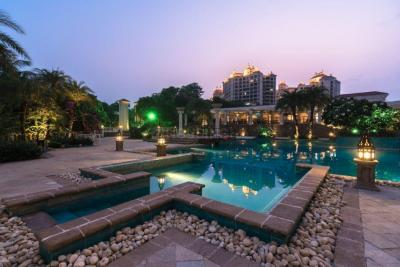 Gallery Cover Image of 2500 Sq.ft 4 BHK Apartment for buy in Raheja Exotica Sorento, Madh for 45000000