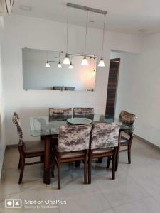Gallery Cover Image of 999 Sq.ft 3 BHK Apartment for buy in Juhu for 39900000