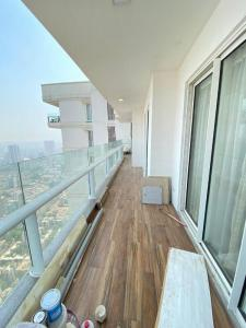 Gallery Cover Image of 2200 Sq.ft 3 BHK Apartment for buy in Omkar Alta Monte, Malad East for 40000000