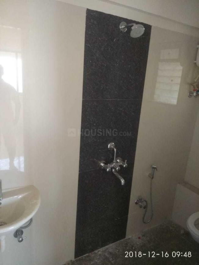 Common Bathroom Image of 650 Sq.ft 2 BHK Independent House for buy in Malad East for 15000000