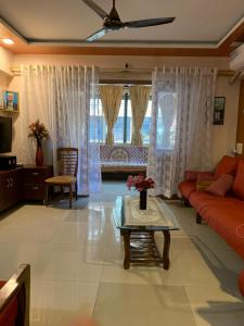 Gallery Cover Image of 1400 Sq.ft 3 BHK Apartment for buy in Camp for 13500000