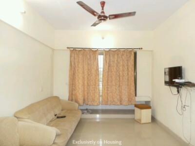 Gallery Cover Image of 585 Sq.ft 1 BHK Apartment for buy in Valencia, Wadala East for 12500000
