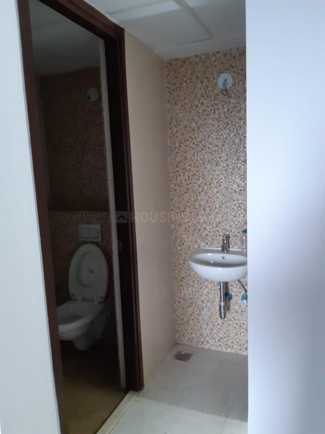 Common Bathroom Image of 855 Sq.ft 1 BHK Apartment for rent in Dombivli East for 10000
