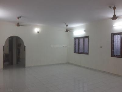 Gallery Cover Image of 1500 Sq.ft 3 BHK Apartment for rent in Choolaimedu for 30000