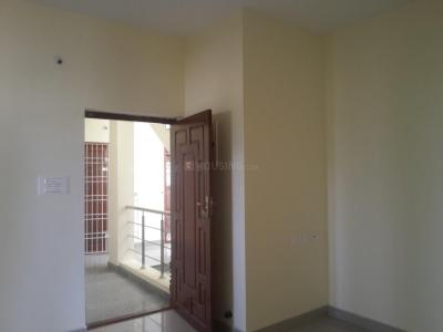 Gallery Cover Image of 730 Sq.ft 2 BHK Apartment for rent in Selaiyur for 8000