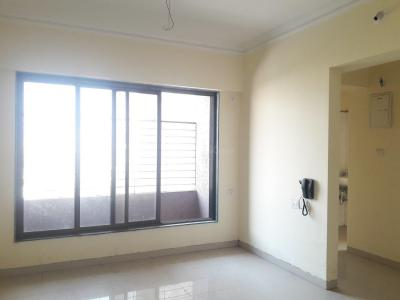 Gallery Cover Image of 1017 Sq.ft 2 BHK Apartment for rent in Kandivali East for 33000