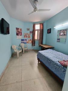 Gallery Cover Image of 500 Sq.ft 1 RK Apartment for rent in RWA Jasola Pocket 1, Jasola for 10000