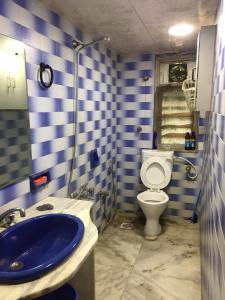 Bathroom Image of PG 4545287 Bandra West in Bandra West
