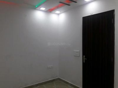 Gallery Cover Image of 400 Sq.ft 1 BHK Independent Floor for buy in Shastri Nagar for 2500000
