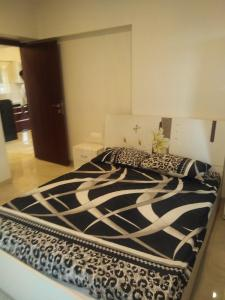 Gallery Cover Image of 675 Sq.ft 1 BHK Apartment for buy in Malad East for 9500000