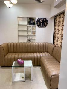 Gallery Cover Image of 610 Sq.ft 1 BHK Apartment for buy in AV Crystal Tower, Vasai East for 2500000
