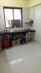 महालक्ष्मी नगर में जीजामाता हौ. सोसाइटी के किचन की तस्वीर