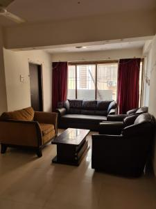 Gallery Cover Image of 900 Sq.ft 2 BHK Apartment for rent in Nebula Empress, Khar West for 65000