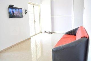 रहतानी में एटीएस पीजी के लिविंग रूम की तस्वीर