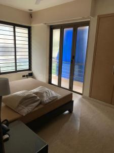 Gallery Cover Image of 4200 Sq.ft 4 BHK Villa for buy in Juhu for 350000000