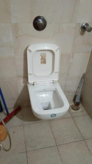 पवई में ओम साई प्रॉपर्टी के बाथरूम की तस्वीर