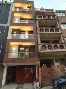 Gallery Cover Image of 1000 Sq.ft 2 BHK Independent Floor for buy in Hari Nagar for 10000000