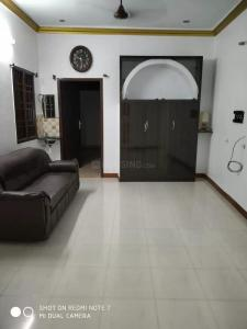Gallery Cover Image of 1500 Sq.ft 3 BHK Independent Floor for rent in Nanganallur for 18000