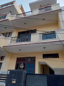 Gallery Cover Image of 910 Sq.ft 1 BHK Independent Floor for rent in Sector 46 for 18000