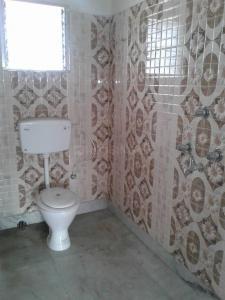 टोल्ल्यगूंगे में आरतीलता में कॉमन बाथरूम की तस्वीर