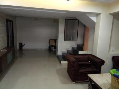 Gallery Cover Image of 2700 Sq.ft 4 BHK Apartment for rent in Kandivali East for 145000