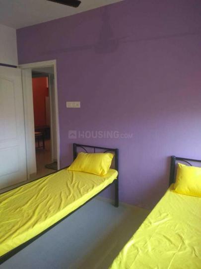 ठाणे वेस्ट में गर्ल्स पीजी में बेडरूम की तस्वीर