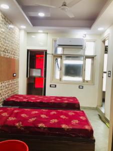 Bedroom Image of Home Living PG & Accommodation in Laxmi Nagar