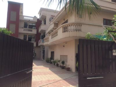 Gallery Cover Image of 600 Sq.ft 1 BHK Apartment for rent in Rangpuri for 10000