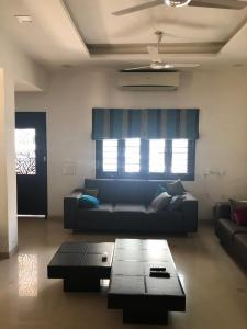Gallery Cover Image of 2430 Sq.ft 3 BHK Villa for buy in Thaltej for 28500000