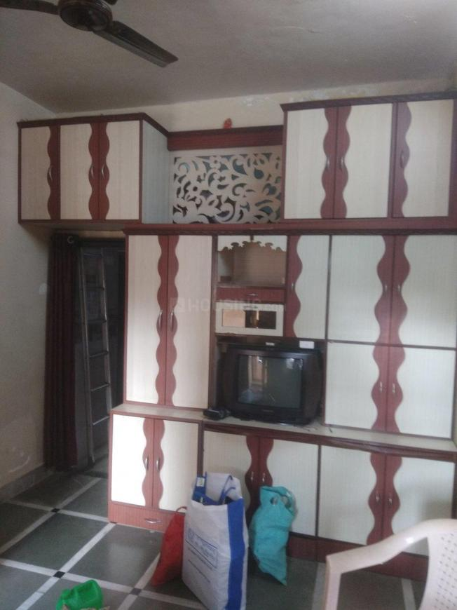 Bedroom Image of 350 Sq.ft 1 BHK Independent House for rent in Parel for 18000
