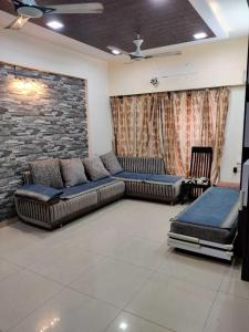 Gallery Cover Image of 1300 Sq.ft 3 BHK Apartment for rent in Bopal for 30000