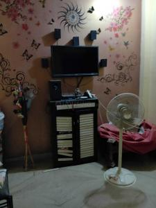 Gallery Cover Image of 810 Sq.ft 2 BHK Independent Floor for rent in Janakpuri for 25000