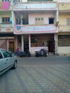 Gallery Cover Image of 1500 Sq.ft 3 BHK Independent House for buy in Adajan for 9500000