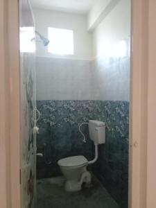 Bathroom Image of 880 Sq.ft 2 BHK Apartment for rent in Tambaram for 8000