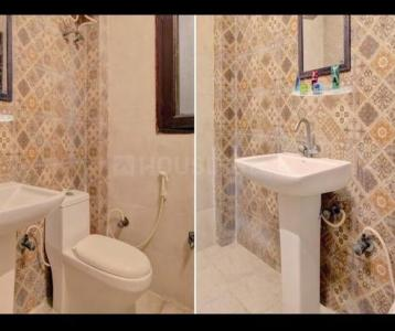 Bathroom Image of Luxury Stay in Sector 27