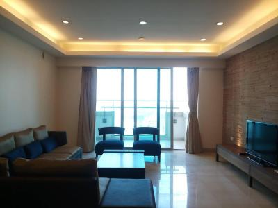 Gallery Cover Image of 2400 Sq.ft 4 BHK Apartment for rent in Prabhadevi for 325000