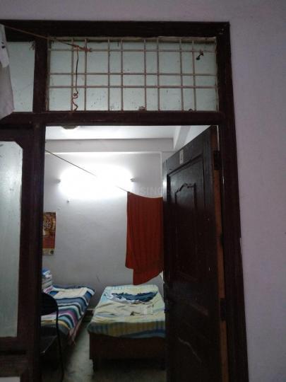लड़ो सराई में आकांक्षा होस्टल के बेडरूम की तस्वीर