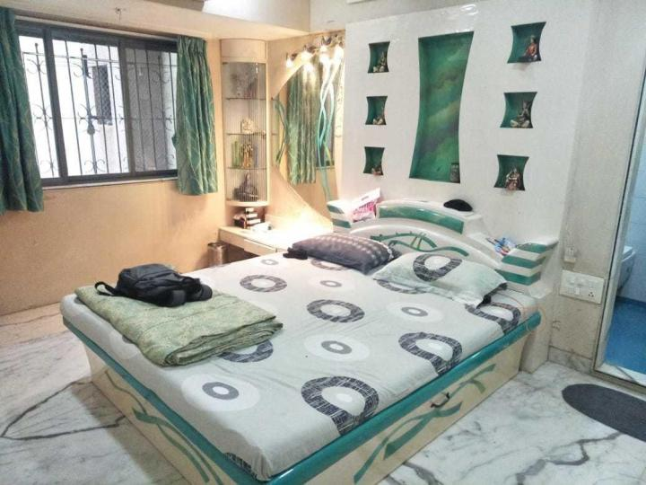 Bedroom Image of 770 Sq.ft 3 BHK Apartment for rent in Vile Parle East for 89000