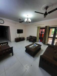 Gallery Cover Image of 1600 Sq.ft 3 BHK Apartment for rent in Jai Bharat Apartment, Sector 4 Dwarka for 24000