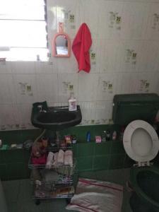 कोरेगांव पार्क में आज़ादी स्टुडियो में कॉमन बाथरूम की तस्वीर