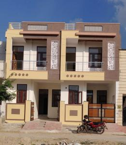Gallery Cover Image of 1350 Sq.ft 3 BHK Independent House for buy in Jamna Puri for 3500000