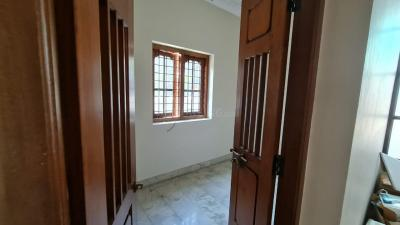 Gallery Cover Image of 1800 Sq.ft 3 BHK Independent House for rent in Thottakkattukara for 18000