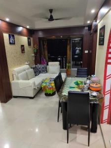Gallery Cover Image of 1200 Sq.ft 2 BHK Apartment for rent in Chinar Park for 24000