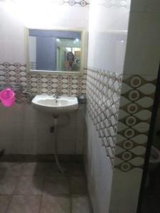 Bathroom Image of Best PG For Girls in Shakarpur Khas